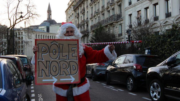 Objectif Laponie en autostop déguisé en Père Noël