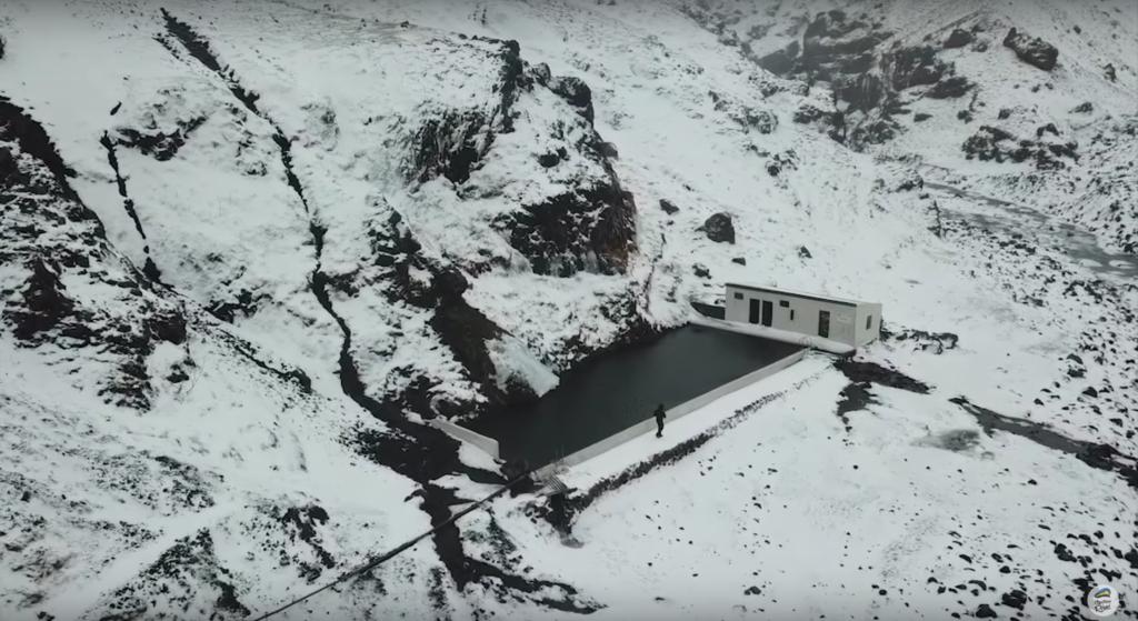piscine de Seljavallalaug en hiver
